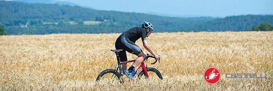 eca6e6dc1 It dries in the blink of an eye and in fact is the ideal fabric for  hot-weather racing.
